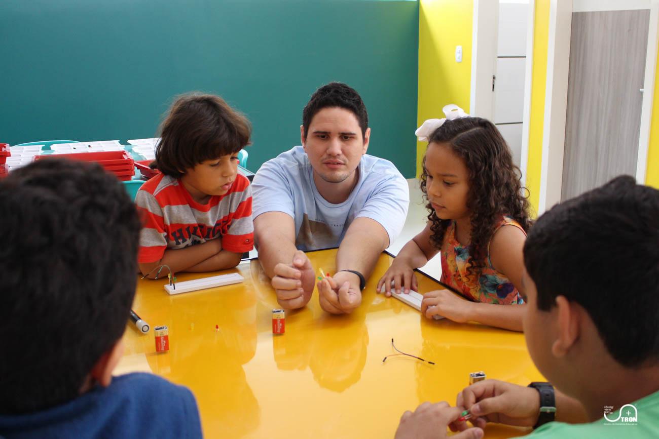 TRON_Ensino_de_Robotica_Educativa_Curso_de_Ferias_Teresina_Piauí-5