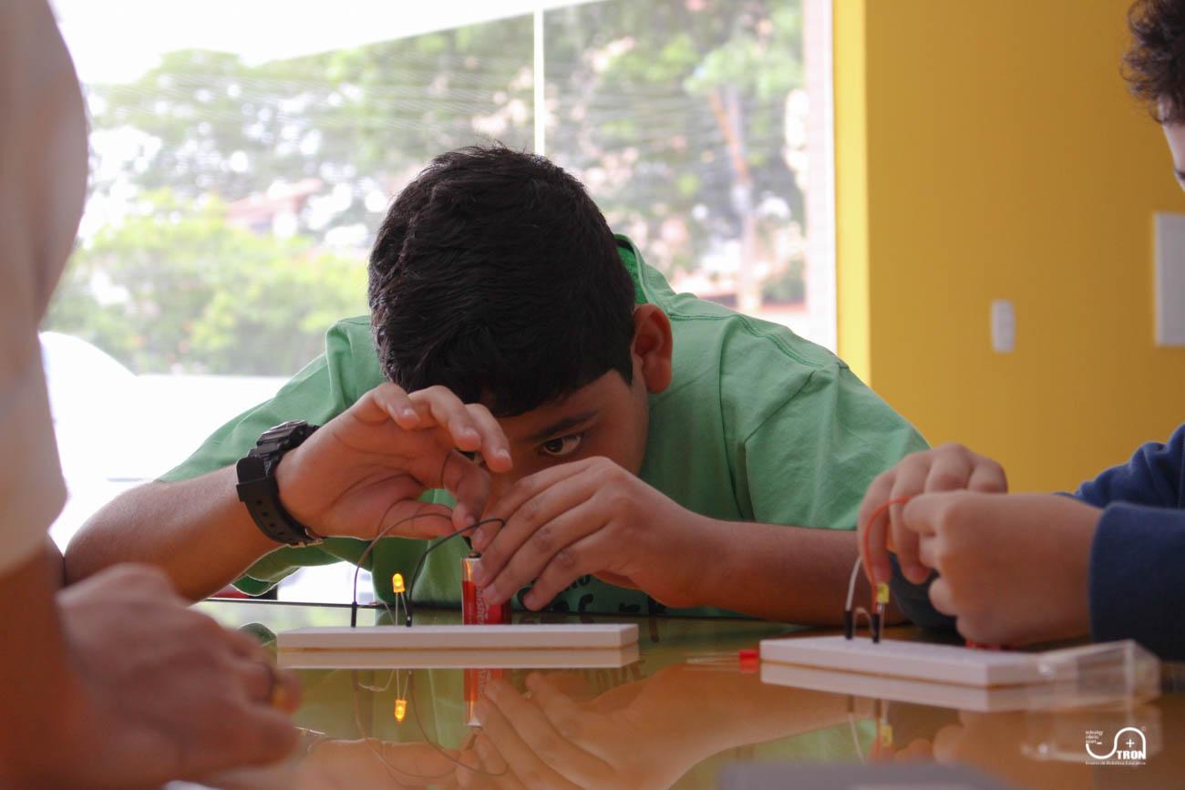 TRON_Ensino_de_Robotica_Educativa_Curso_de_Ferias_Teresina_Piauí-7